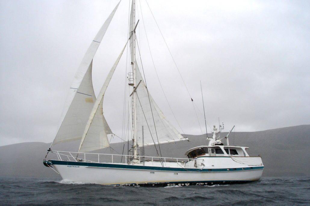 [Imagen: Under-sail-1030x687.jpg]